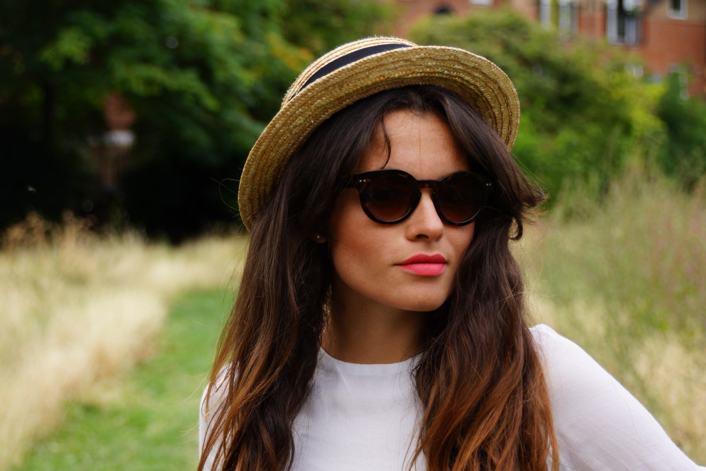sunglasses and summer hat fashion blogger
